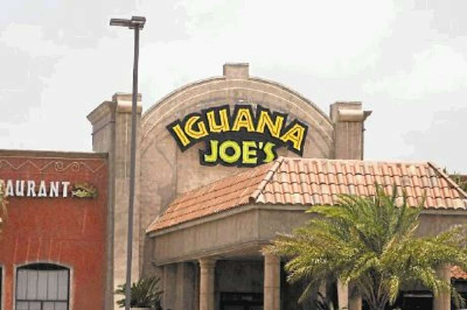 Iguana Joe's > > Can you guess the SE Texas business by its neon sign? / @WireImgId=2656446