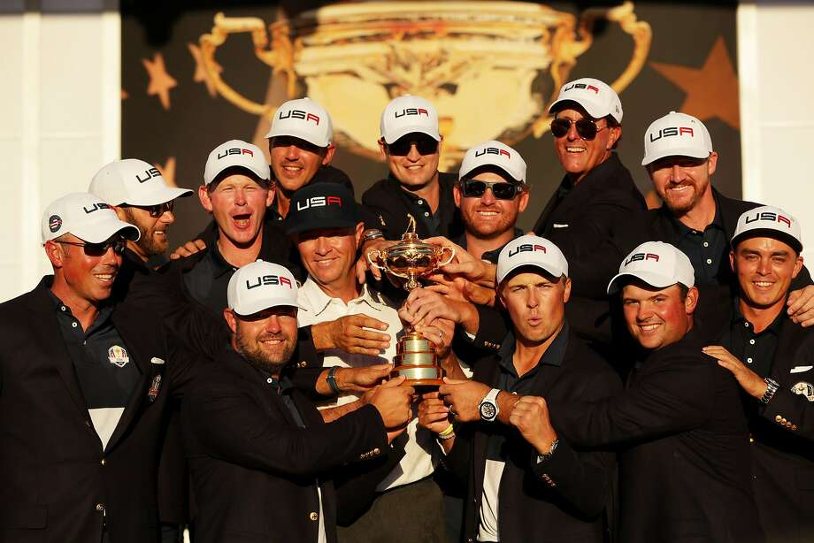 The US. team shows off the Ryder Cup, which the Americans hold for the first time since 2008. Photo: Streeter Lecka, Getty Images