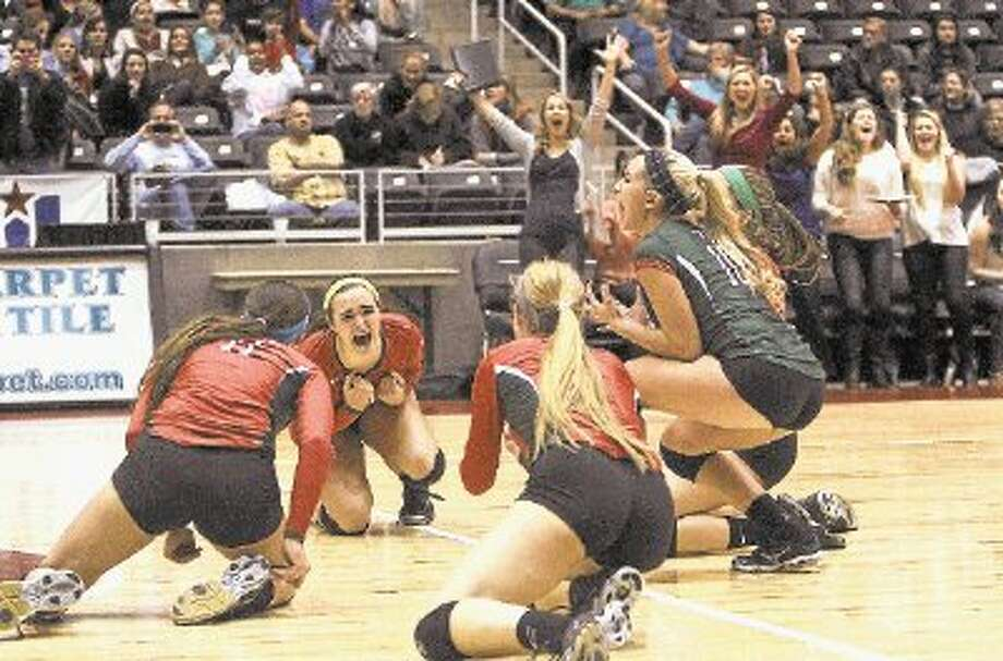 The Woodlands celebrates after defeating San Antonio Churchill in straight sets to win the Class 5A UIL Volleyball State Championship. Photo: Staff Photo By Jason Fochtman / @WireImgId=2657249