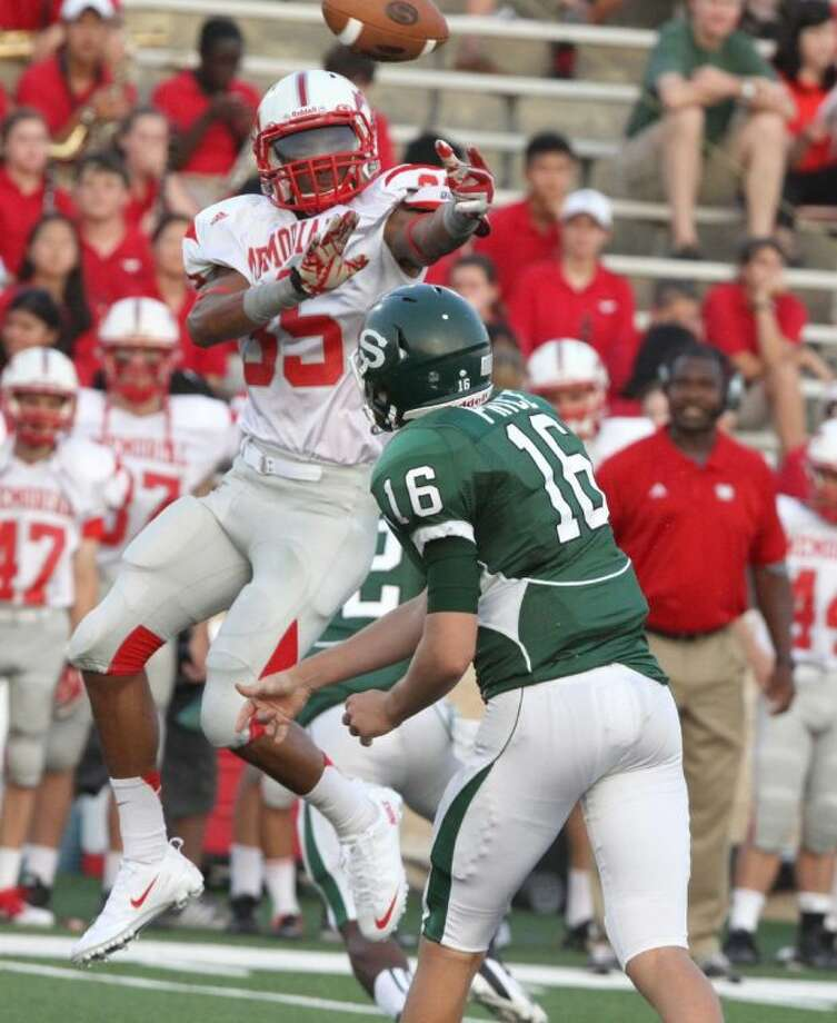 Memorial senior outside linebacker Khari Dotson, shown here knocking down a pass from Stratford quarterback Freddy Price, has been named to the District 19-5A first team defense for his play last season. Dotson, who is the son of former NFL player Santana Dotson, scored two touchdowns on defense this season for the Mustangs. Photo: Photo By Alan Warren