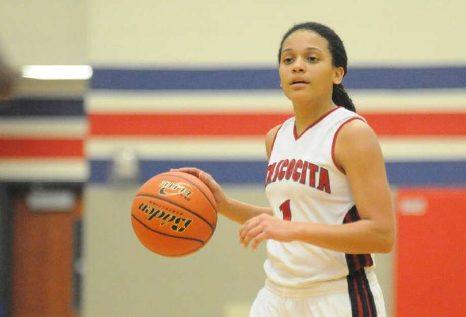 Atascocita's Shae Moore brings the ball down court against Klein in a District 13-5A game at Atascocita High School last Friday. Photo: Keith MacPherson