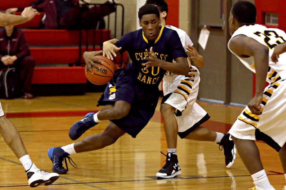 Cy Ranch's Keivion Burns helped the Mustangs to a huge win Friday. Photo: Michael Minasi/HCN
