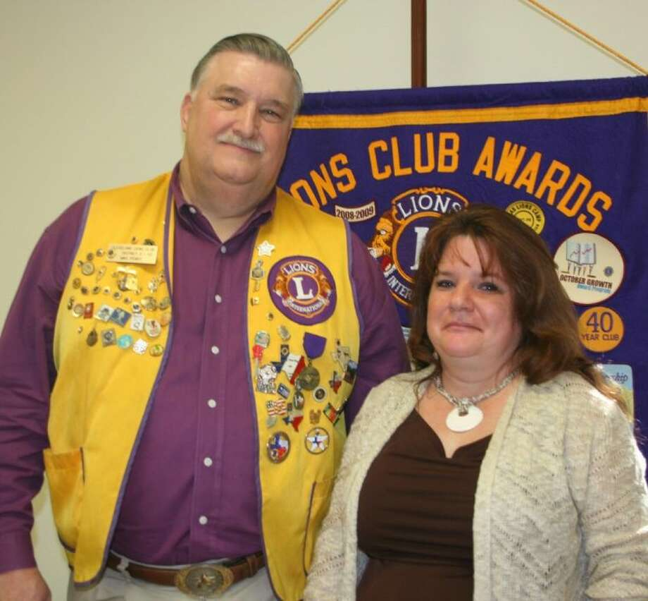 Domestic violence survivor Suzann Konvisca brought her story to the Jan. 14 meeting of the Cleveland Lions Club, where club member Mike Penry welcomed her. Photo: STEPHANIE BUCKNER