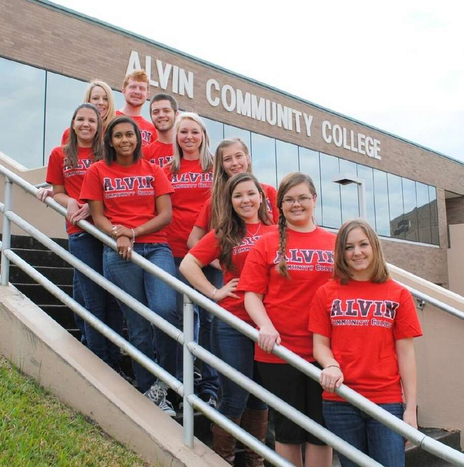 The 2014 Spring Student Ambassadors are back row from left: Kara Van Winkle, Erik Hollen, Zac Davis, Grace Windsor, and Ashlyn Turner. Front row from left are Ashley Mello, Krista Weaver, Kelly VanGelder, Saydi Wollney, and Michelle Manuel. Photo: Courtesy ACC