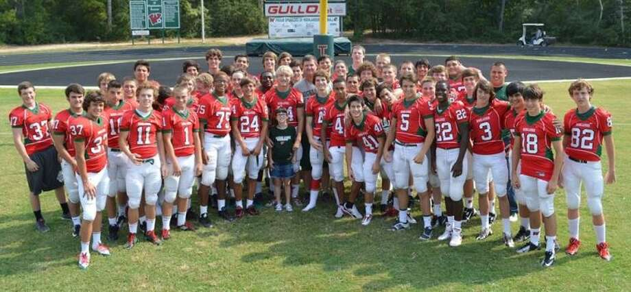 Halle Ludwig's brother, Layne Ludwig, and his football teammates have helped raise money for his sister's kidney transplant medical bills. The community is invited to attend a fundraiser for Halle at Mama J's BBQ & Grill from 5-11 tonight.