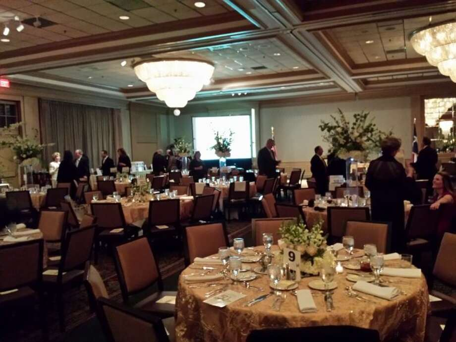 Gala features students floral centerpieces houston for Table 52 houston