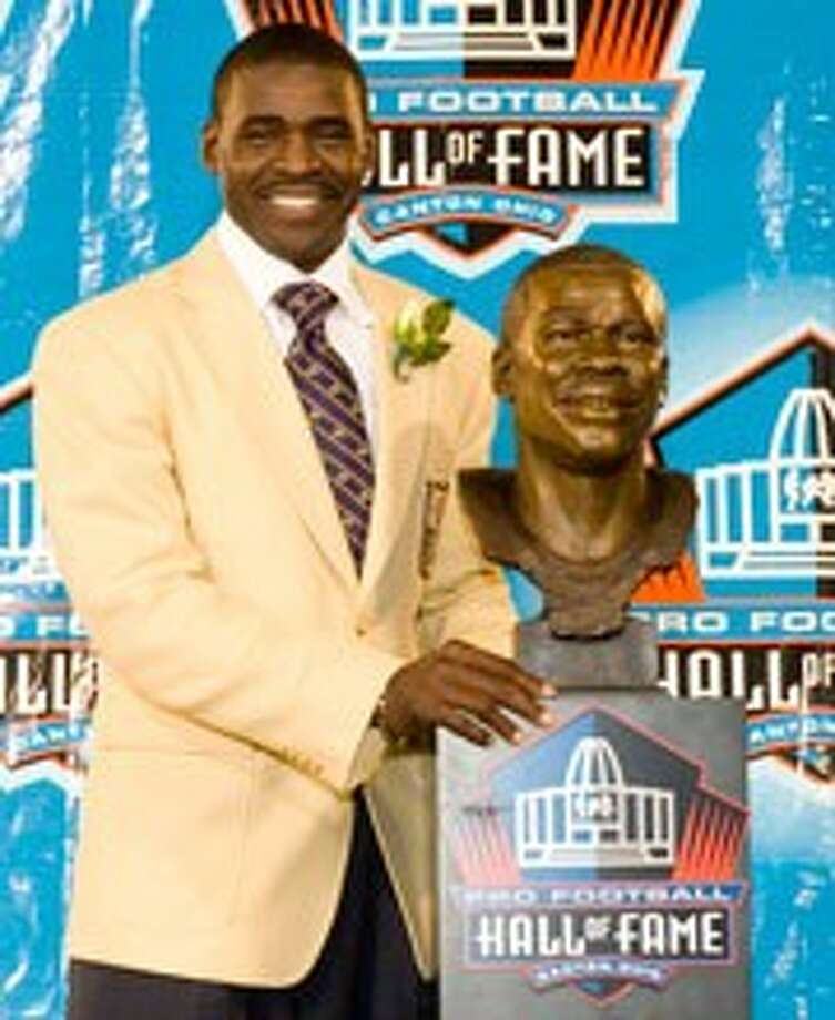 Michael Irvin poses for a media photo following his announcement as a member of the Pro Football Hall of Fame's Class of 2007.