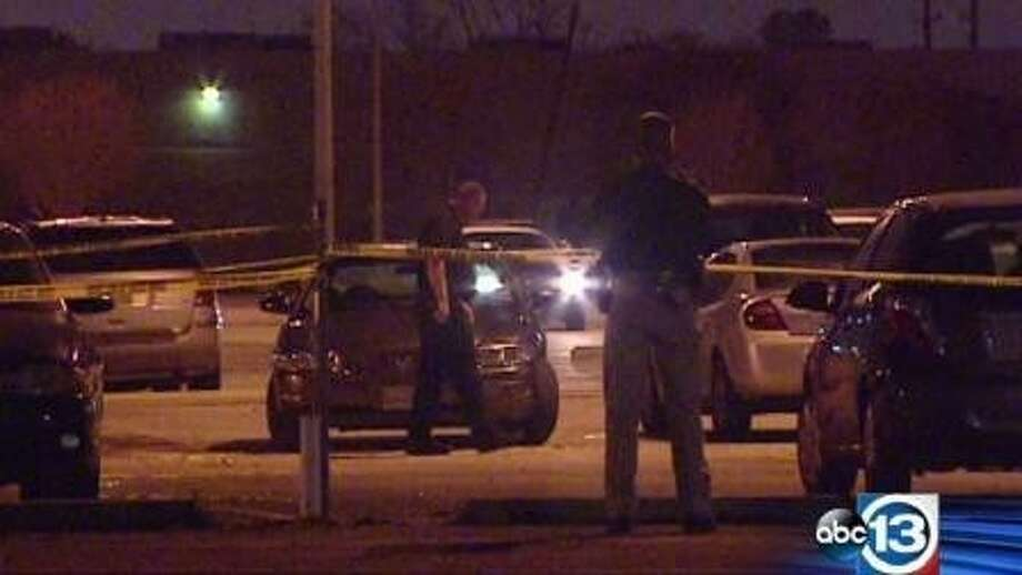 Authorities investigate a shooting scene involving an off-duty Missouri City officer. Photo: ABC13 Eyewitness News