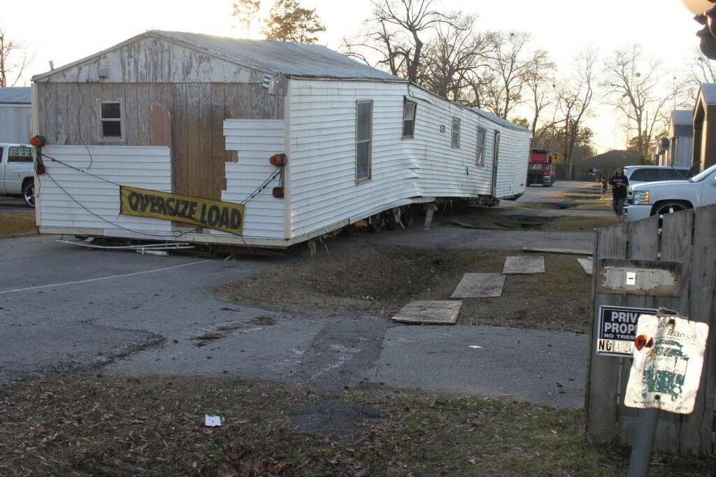 karleen kelley says she paid 10000 for a used mobile home from texas home outlet in - Mobile Home Frame