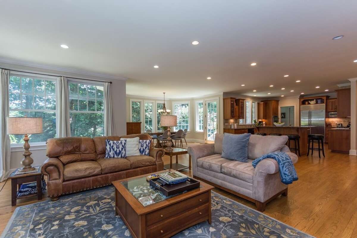 36 Swifts Ln, Darien, CT 06820 6 beds 7 baths 6,794 sqft Open House: 10/9 1pm-3pm Features: Wraparound porch with Pond views, master bedroom with fireplace, dressing room and private porch, slate patio View full listing on Zillow