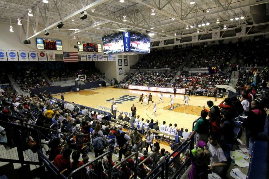 Rice University men's basketball put together a team effort in its returns from final exams for a 72-61 victory over St. Thomas on Thursday at Tudor Fieldhouse. A raucous crowd of 4,502 packed the arena for the second-annual School House Mania, including more than 3,800 students from local schools. Photo: 2013 Erik Williams
