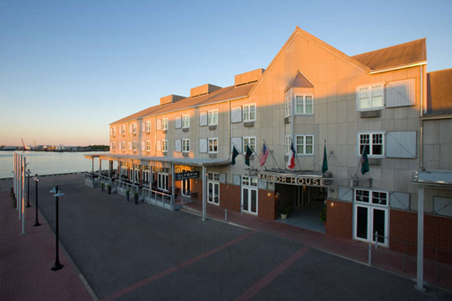 Harbor House Hotel & Marina is the only hotel in Galveston that overlooks the city's historic harbor. Photo: Terry Vine Photography / ©Terry Vine 2009