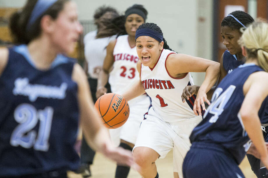 Atascocita's Shae Moore (1) cuts through the defense during Atascocita's 69-42 district championship victory over Kingwood on Feb 10, 2015, at Atascocita High School. Photo: ANDREW BUCKLEY