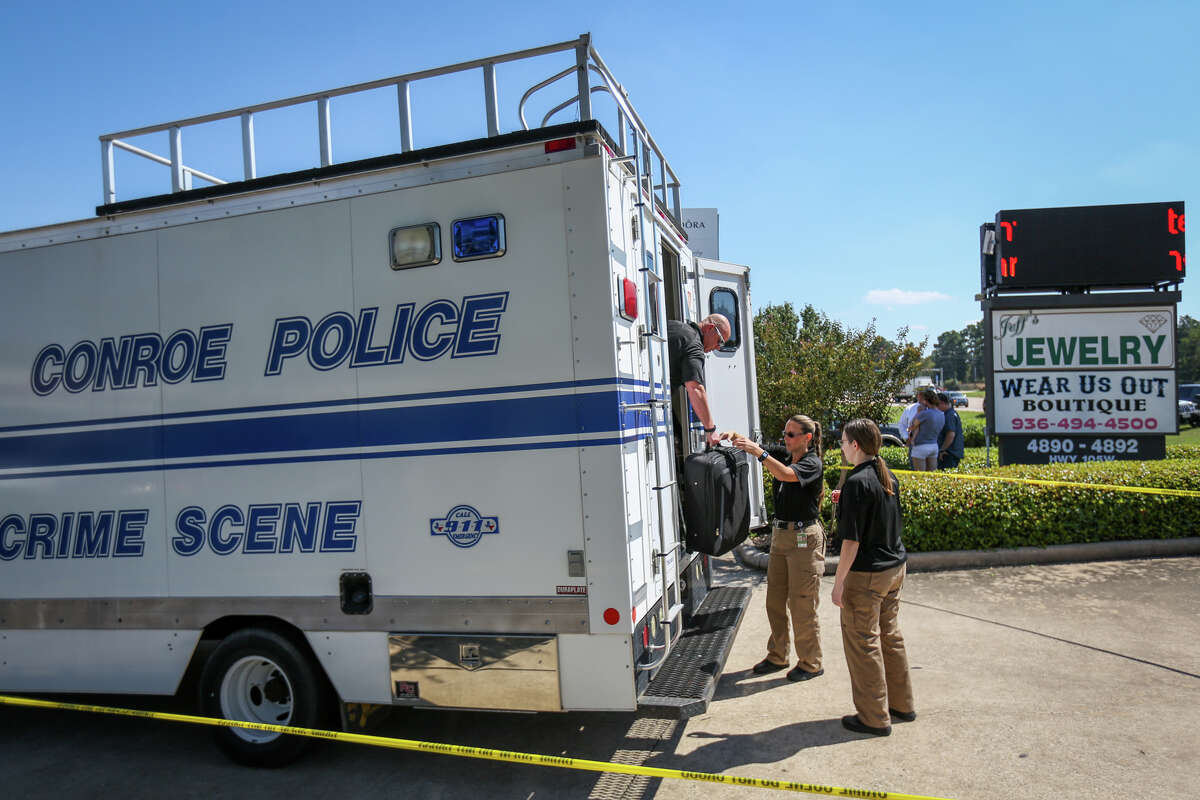Conroe police retrieve crime scene tools while investigating a jewelry store robbery that resulted in the shooting of one suspect by store employees on Monday, Oct. 3, 2016, Jeff's Jewelry off of West Davis Street in Conroe. Three suspects were still at large.