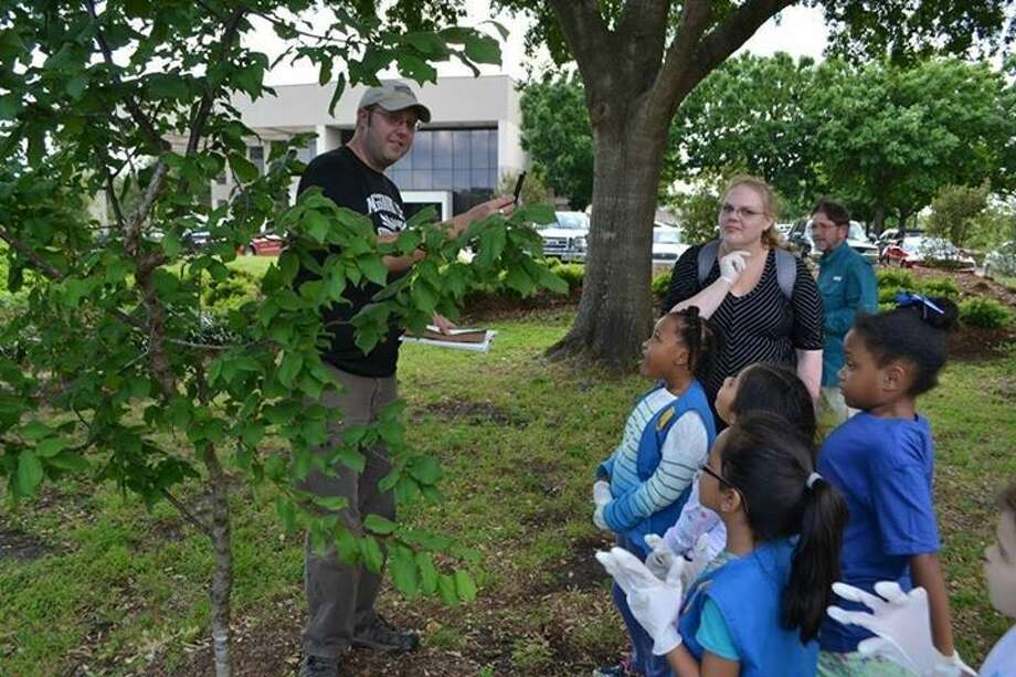 Missouri City Forrester Paul Wierzbicki, left, teaches kids about native plants