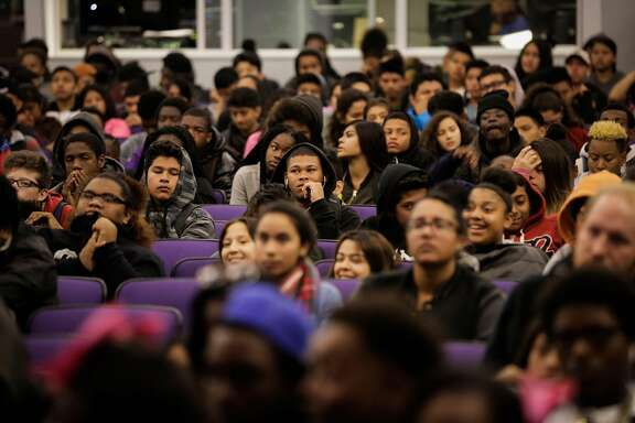Students at Castlemont High School in Oakland in 2016. Author Daniel Talamantes argues that California's increasingly diverse student population deserves an ethnic studies curriculum in the classroom sooner rather than later.