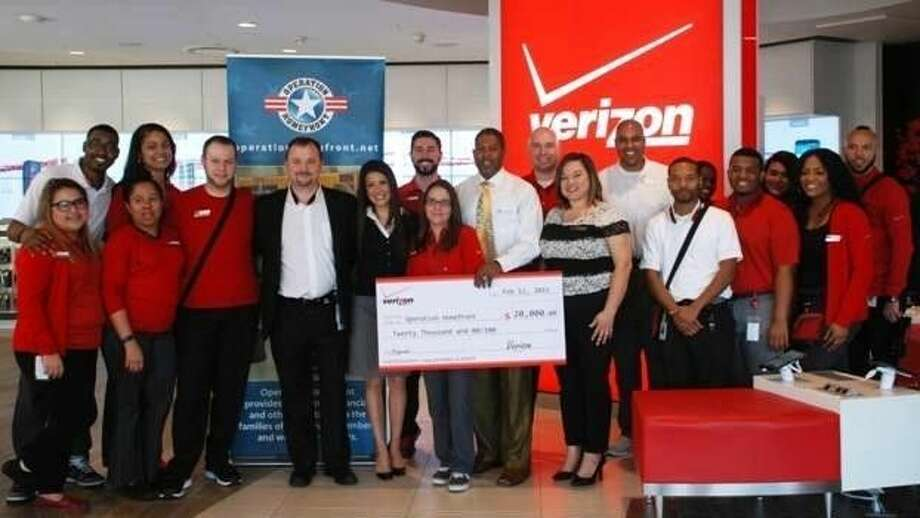 The Verizon Destination Store Team in Houston along with Operation Homefront Director of Programs Dwight Morrisey and San Antonio Community Liaison Jenny Valderas.