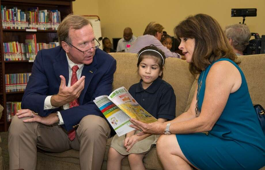 Barbara Bush Houston Literacy Foundation (BBHLF) Co-Chairs Maria and Neil Bush reading aloud to a child at an elementary school. Photo: Hall Puckett