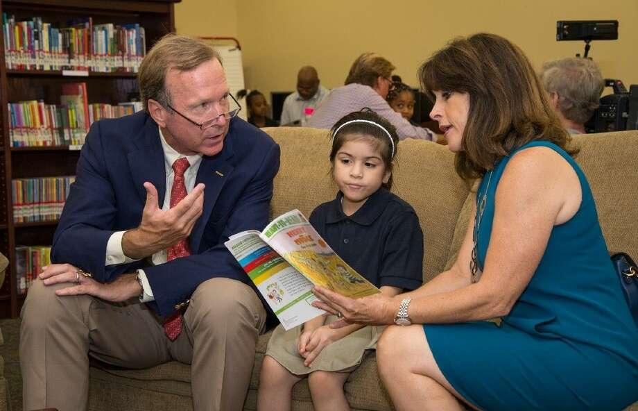 Barbara Bush Houston Literacy Foundation (BBHLF) Co-Chairs Maria and Neil Bush reading aloud to a child at an elementary school. Photo: Hall Puckett