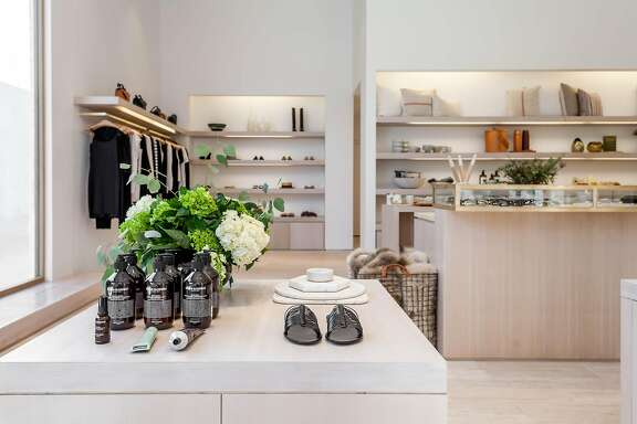 Los Angeles based fashion brand Jenni Kayne makes its first foray into Northern California with the opening of the company�s sixth store at Palo Alto�s Stanford Shopping Center. The elegant and airy 1,500-square-foot space is located on Lady Ellen Place, one of the new outdoor corridors adjacent to the remodeled Bloomingdale�s.