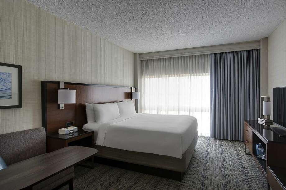 Houston Airport Marriott at George Bush Intercontinental recently announced the soon-to-be completion of the first phase of a dramatic multimillion-dollar renovation of their 573-room hotel. Photo: Dan Ham