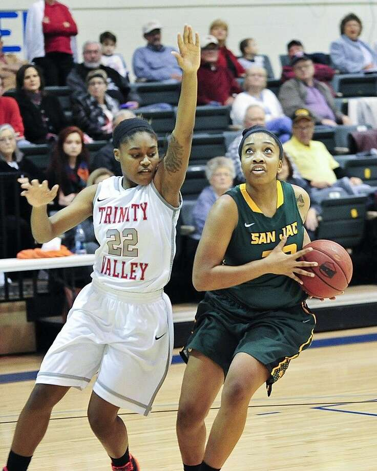 San Jac freshman guard Vanessa Jones drives for a layup in the Region XIV semifinal round game against Trinity Valley Community College. Photo credit: Rob Vanya, San Jacinto College marketing, public relations, and government affairs department.