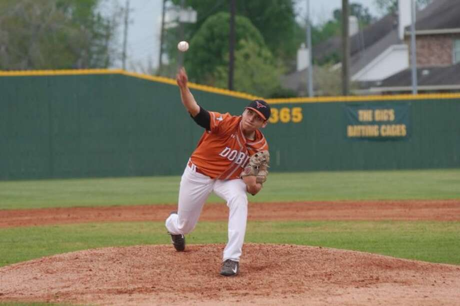 Pasadena Dobie's Jesse Paredes pitched a complete-game two-hitter in shutting down Pearland Tuesday night. Photo: KIRK SIDES