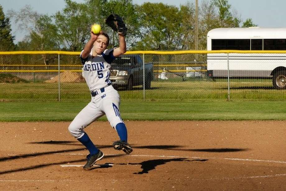 Shayla Fisher, pitching for Hardin, won praise from their opponent's coach as a tough competitor. Photo: CASEY STINNETT / Houston Community Newspapers, 2014