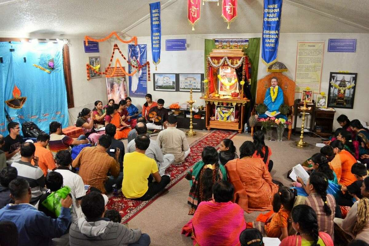 Global Organization for Divinity (GOD) and Love to Share Foundation (LTSF) celebrated the fifth anniversary of Houston Namadwaar Prayer House on March 7-8 with Indian classical music and kirtan (chanting of Divine Names), and community service respectively.