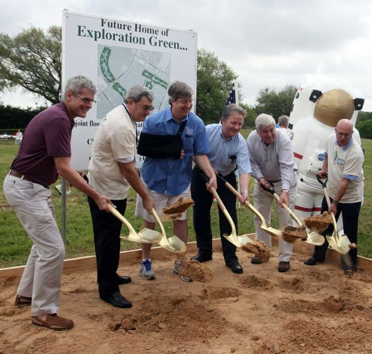 The groundbreaking for Exploration Green officially starts the construction. The Clear Lake City Water Authority (CLCWA) held the official ground breaking ceremony at 16205 Diana Lane for the redevelopment project on the property of the former golf course.