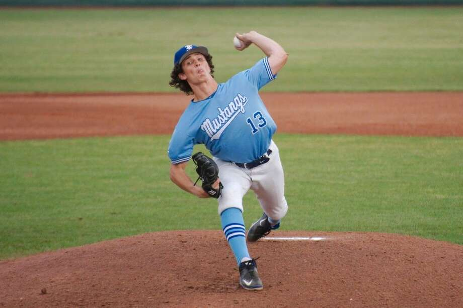 Friendswood pitcher Lael Lockhart (13) struck out 16, including 10 in a row, and allowed just three hits as the Mustangs defeated Clear Lake, 3-1, last week in a District 24-6A baseball game. Photo: KIRK SIDES