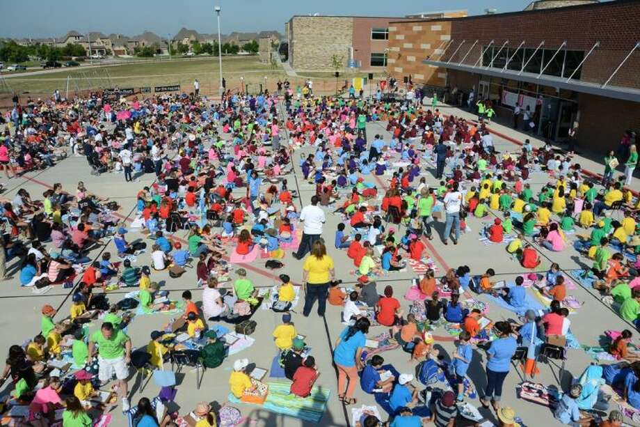 Pope Elementary School unofficially broke the Guinness World Record for largest reading lesson with 1,500 participants at the school on Friday.