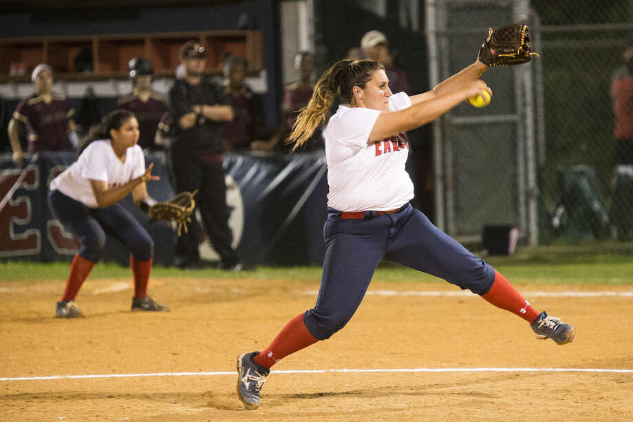 Atascocita's Kandace Johnson (21) pitches during Atascocita's victory over Summer Creek on April 10, 2015, at Atascocita High School. Photo: ANDREW BUCKLEY