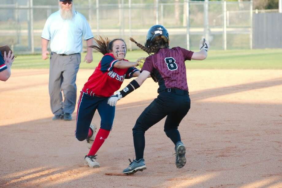 Dawson's Alexis Zarate (6) tags out Pearland's Natalie Romeo (8) in a rundown Tuesday in a District 22-6A softball game. Photo: KIRK SIDES