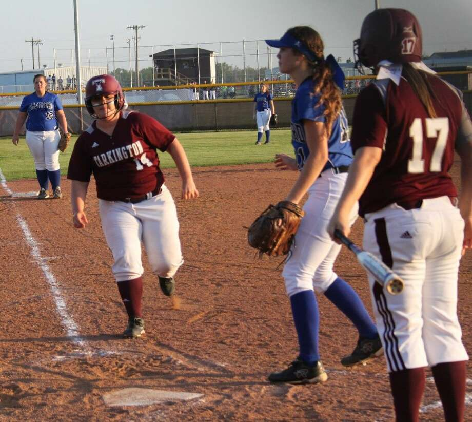 Megan Hogan (14) of the Ladyhorns makes a dash for the home plate while being encouraged by Amber Fry (17). Photo: Jacob McAdams