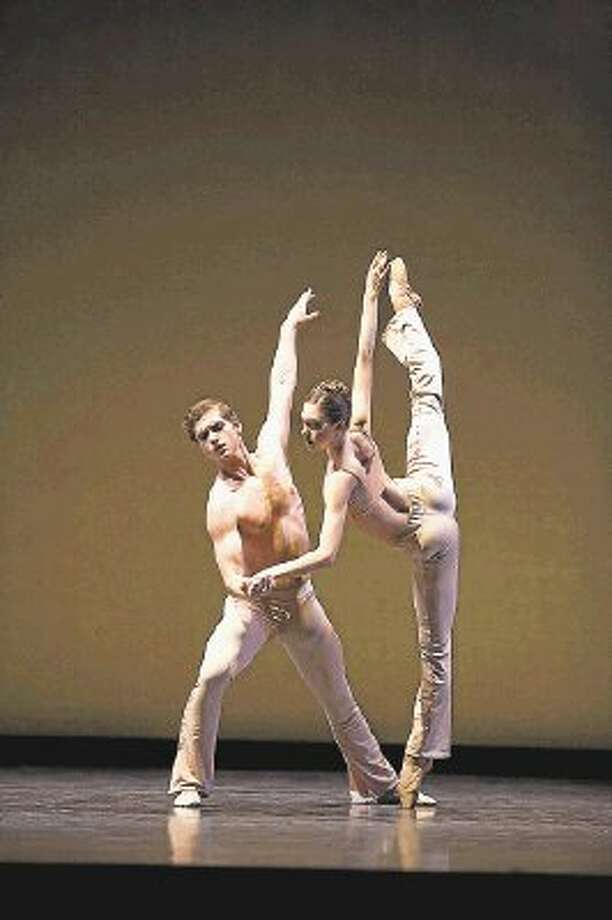 "Dancers Jessica Collado and Ian Casady in the ballet ""Sons de L'âme"" choreographed by Stanton Welch. Photo: (c) Sebastien MATHE | Www.sebast / (c) Sebastien MATHE | www.sebastienmathe.fr"