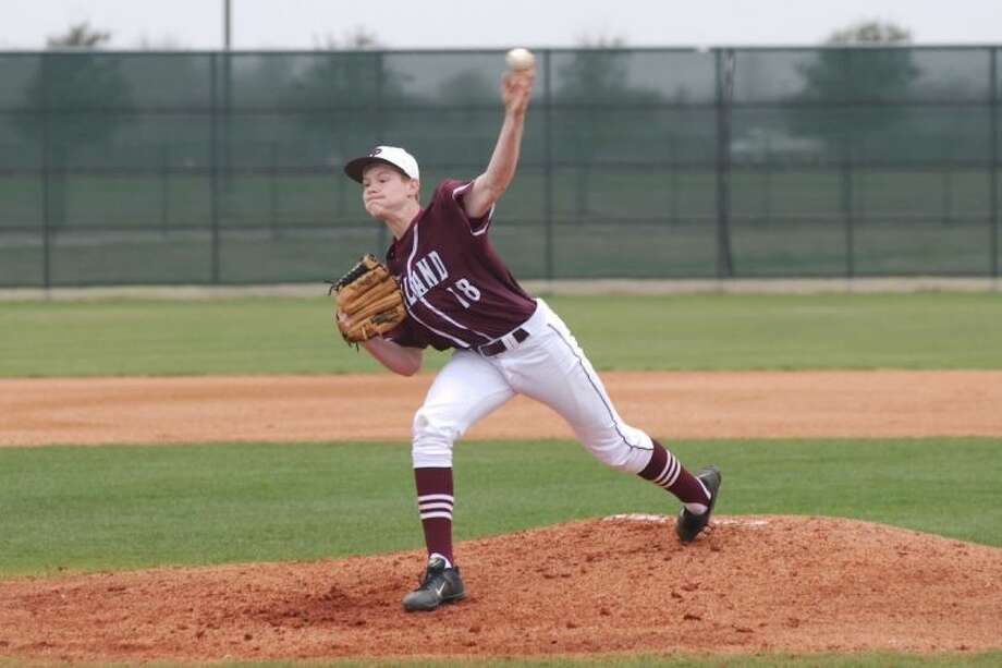 Pearland's Brady Basso (18) has been solid performer on the mound for the Oilers in District 22-5A play. Photo: KIRK SIDES