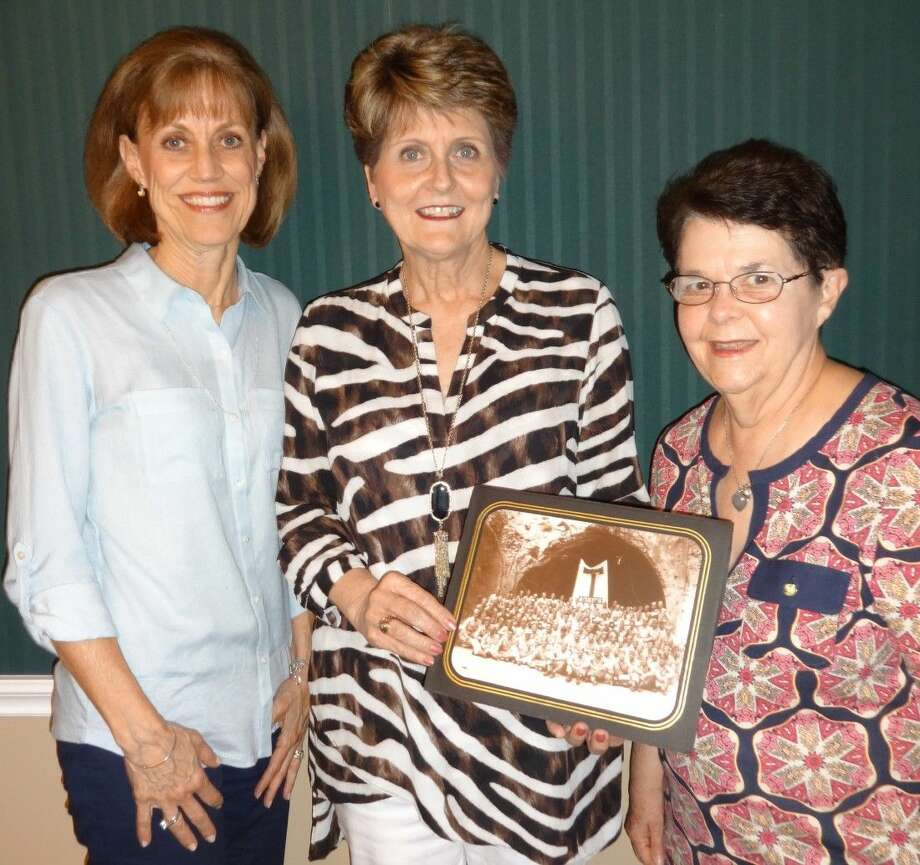 (l-r) Jane Ford, Donna Kent and Janet Brown with the legendary Aggie Muster picture