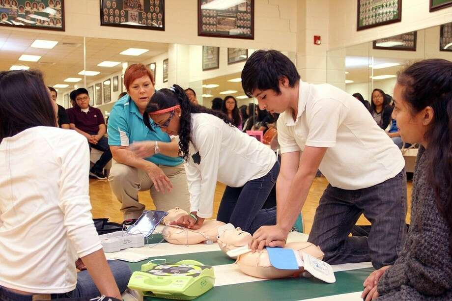 The Pasadena High School Sports Medicine Department teamed up with several local organizations to provide nearly 700 freshmen with CPR, AED training.