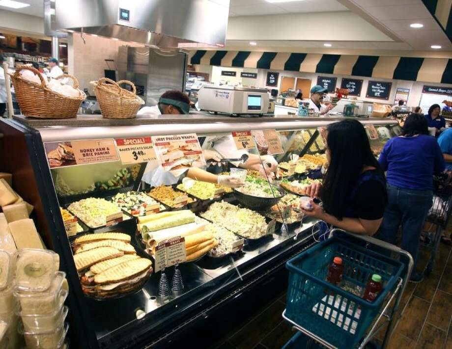 Fresh Market had its grand opening at its new location on Bay Area Blvd in Webster Wednesday to enthusiastic customers. Photo: Kar B Hlava