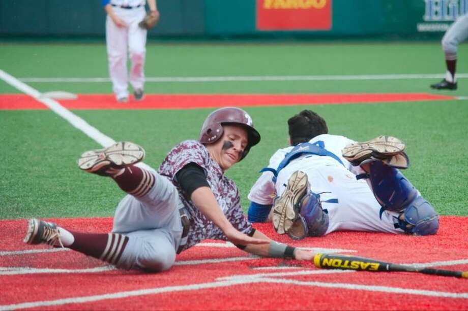 Fort Bend Elkins' Jason Sellers (23) dives for an underthrown ball as Pearland's Kamren Dukes (7) slides safely into home plate during the Oilers' game-two victory Saturday in an area-round baseball series. Photo: KIRK SIDES