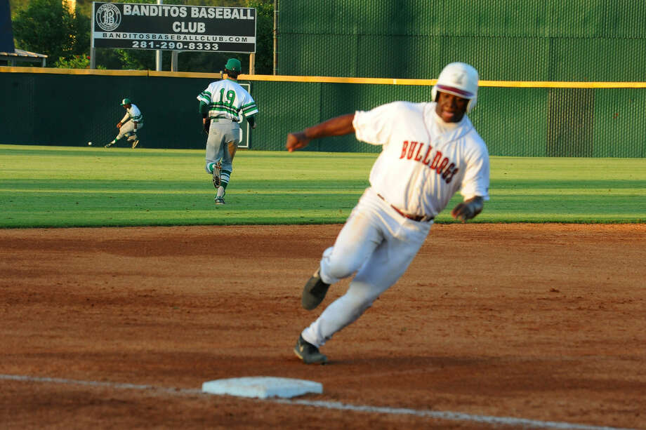 Jarel McDade rounds third base, eventually scoring on a Jaxx Groshans double to put Magnolia up 2-1. The Bulldogs never relinquished the lead after, winning 6-5. Photo: Staff Photo By Tony Gaines