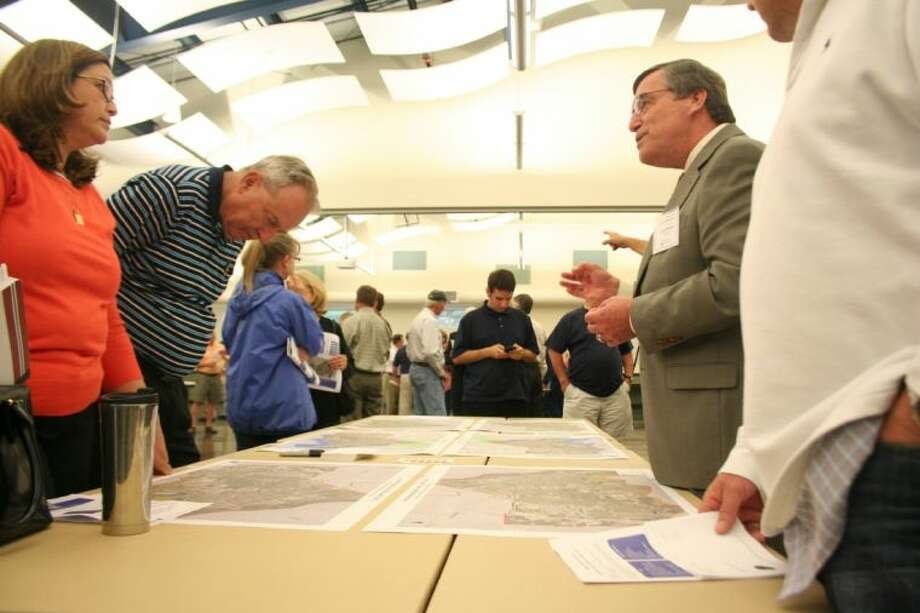 Gunda Corporation engineer Michael Blasdel discusses data with attendees of a town hall meeting discussing the ongoing Kingwood-area mobility study. Photo: Nate Brown