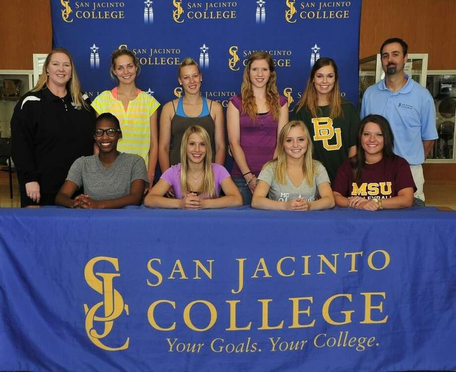 Standing (left to right): San Jacinto College Volleyball Head Coach Sharon Nelson, Lea Lieb, Elisa Woinowsky, Haley Dibbern, Keili Harrison, and San Jacinto College Volleyball Assistant Coach Jeff Pearce. Seated (left to right): Chyla Thomas, Chandler Bacon, Alex Hackett, and Jacie Pullig. Photo credit: Jeannie Peng-Armao, San Jacinto College marketing, public relations, and government affairs department.