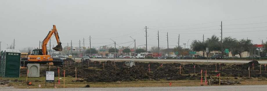 The land is being cleared and the permitting process has begun for Pearland's newest offering for healthy living choices. Sprouts Farmers Market is expected to open in July at 2718 Old Chocolate Bayou (CR 89) across FM 518 from the Kroger shopping center.
