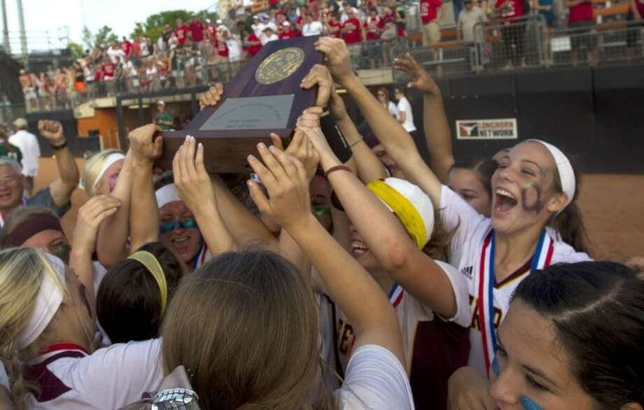 The Deer Park High School Lady Deer recently won the 2014 5A State Softball Championship. Pasadena city officials recently expressed their support for the team and praised the players. Photo: Deer Park Broadcaster Photo