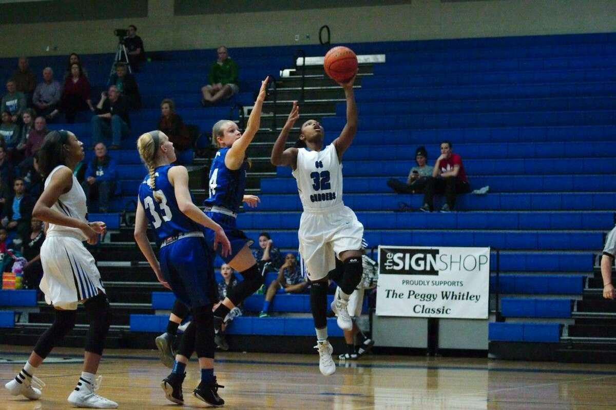 Clear Springs' Destini Hall (32) drives to the basket past Friendswood's Melanie Otto (14).