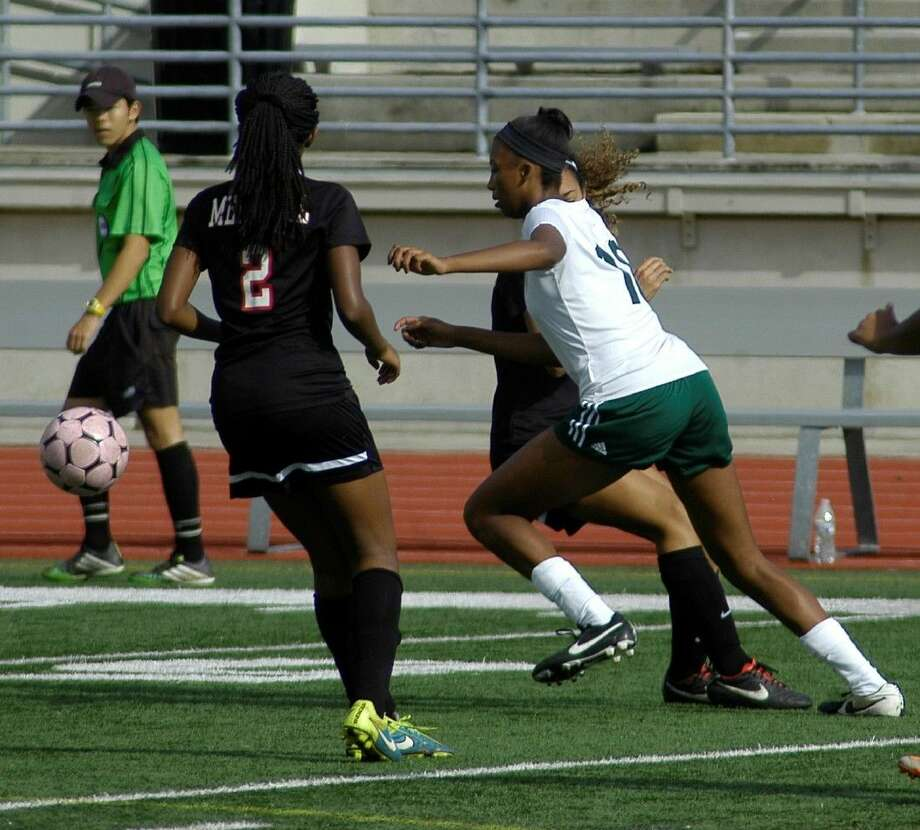 Kingwood Park freshman Allie Byrd races down the field during a match on Thursday, Jan. 7, 2016, against Goose Creek Memorial in the opening round of the Humble ISD Cup.