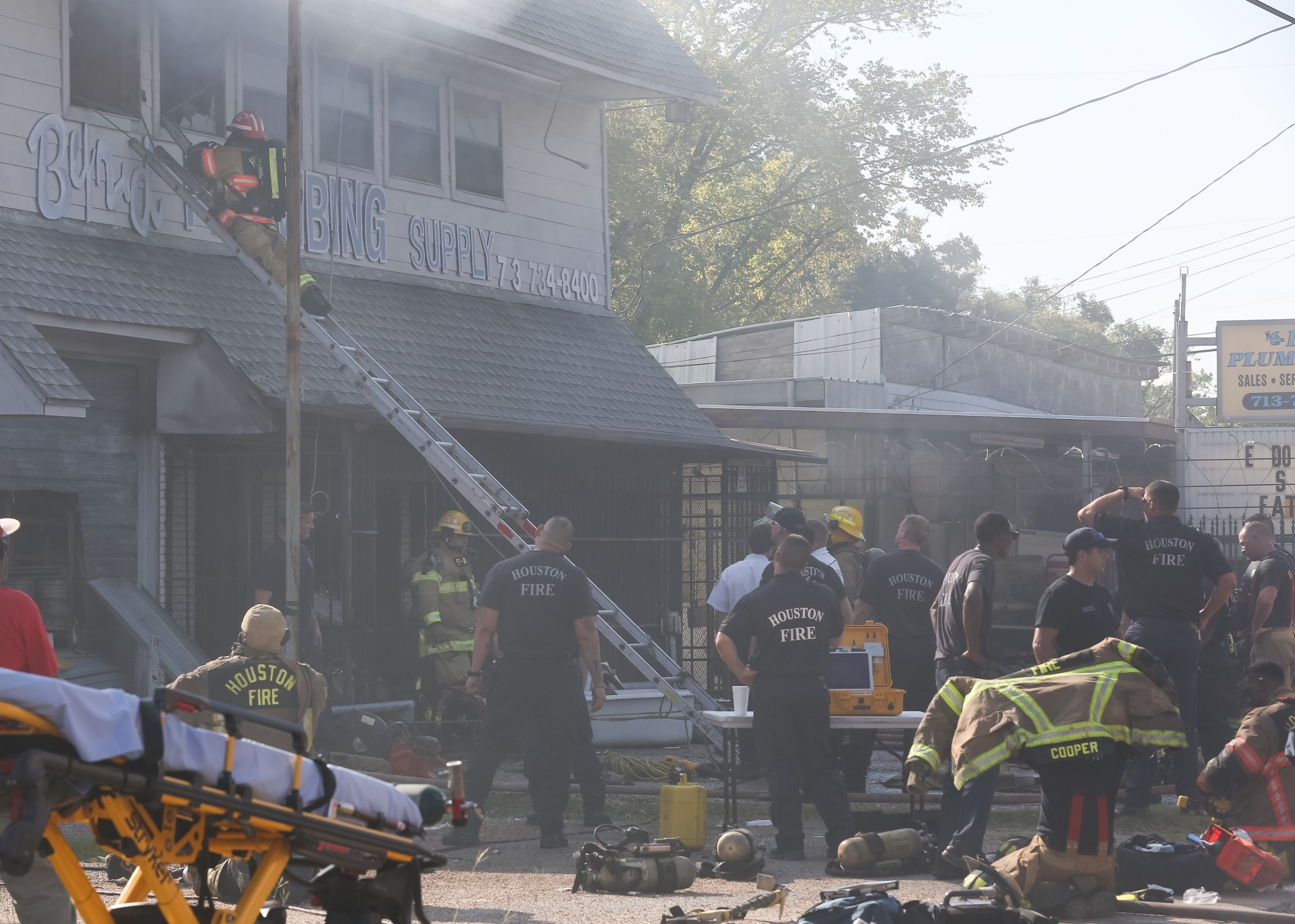 Man died in fire at plumbing company in south houston houston chronicle