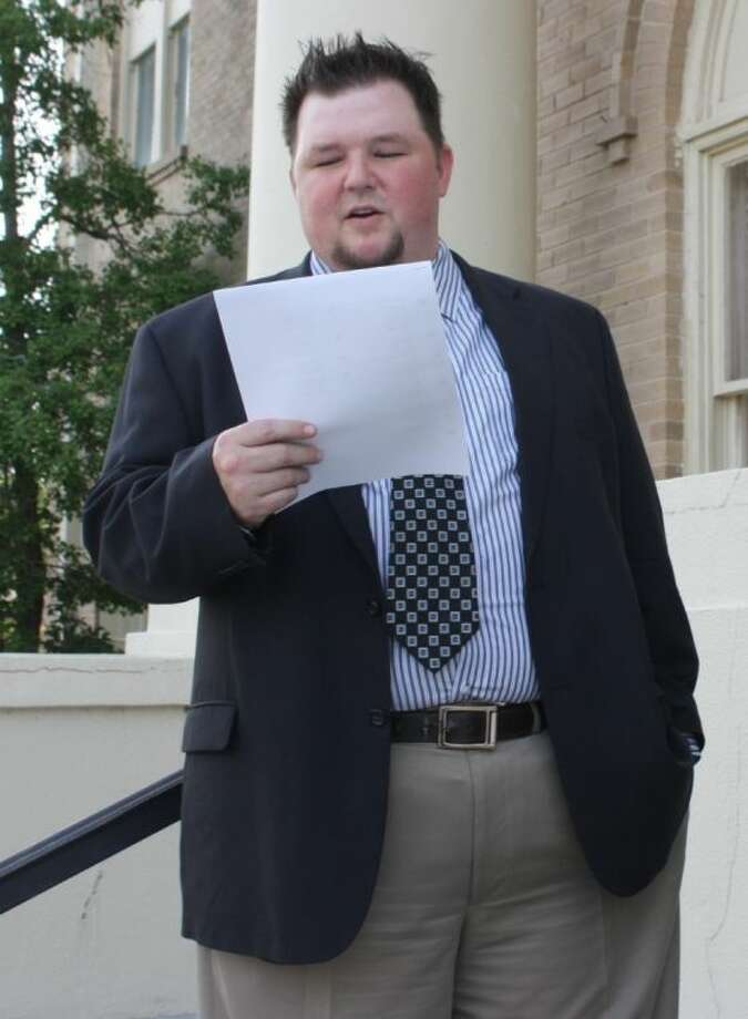 Assistant District Attorney Mike Matthews reads the first section of the Declaration of Independence on the steps of the San Jacinto County courthouse. Photo: JACOB MCADAMS